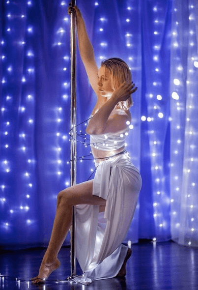 Photo session in the style of pole art with garlands.